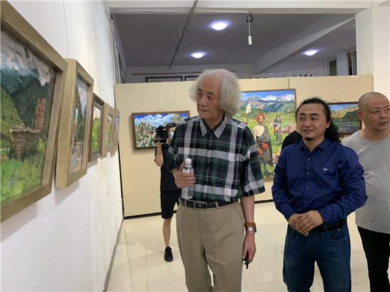 一家人的西藏・张建举作品展在京开幕