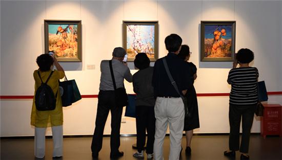 """银州杯 """" 情系东疆――王存玉、孙玉珍伉俪绘画艺术展 """" 在启东市美术馆举行"""